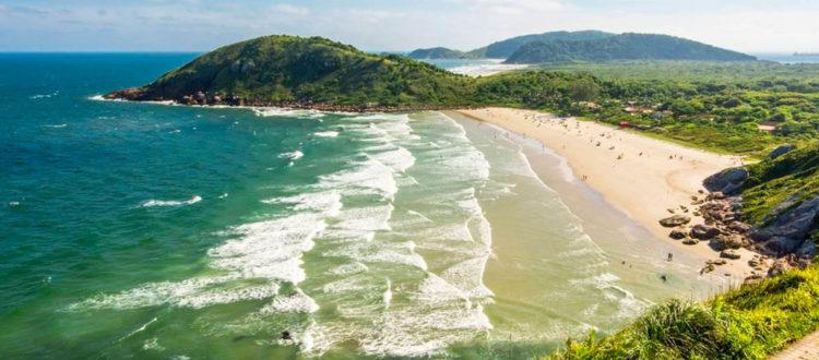 Praias da Ilha do Mel vistas a partir do Farol