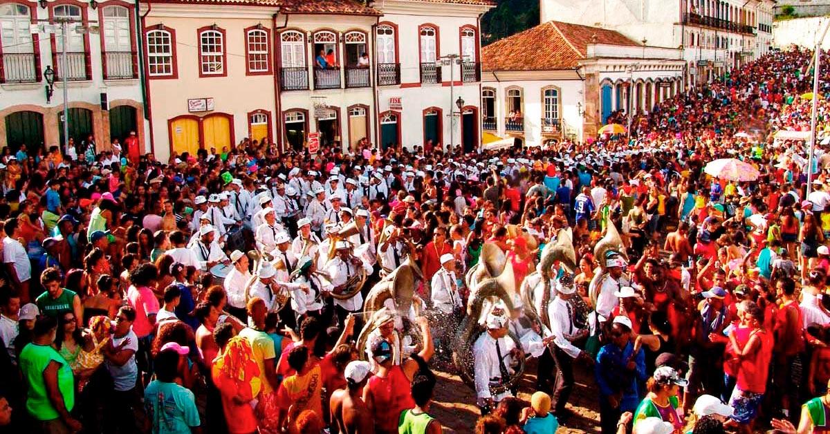 Foliões no carnaval em Ouro Preto